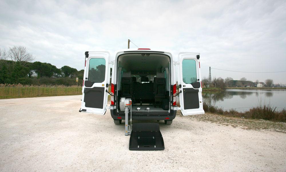 01-Ford-Transit-Trasporto-Disabili-Sollevatore-Fiorella
