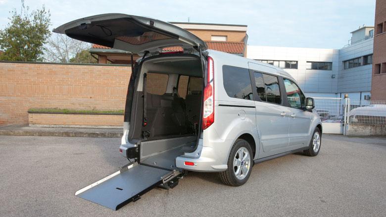 8-Ford-Tourneo-Connect-Trasporto-Disabili-Passo-Lungo